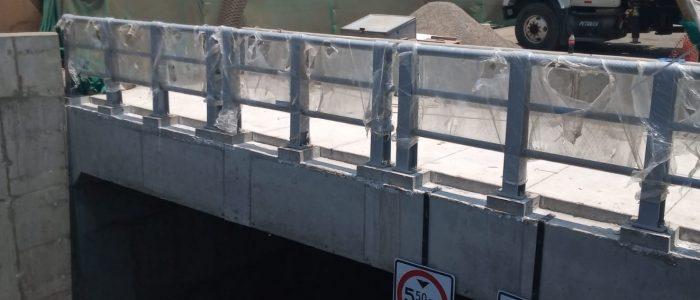 Instalación de baranda para puente